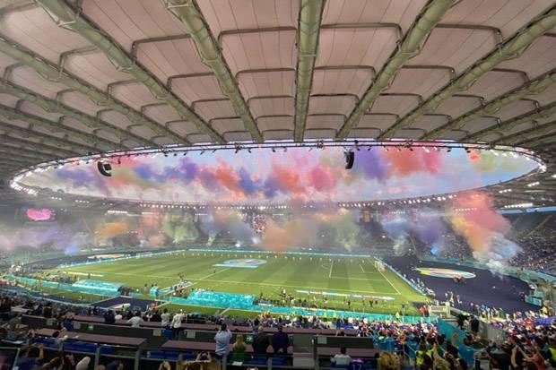Piala Eropa 2020 Resmi Dimulai, Stadion Olimpico Meriah dengan Permainan Cahaya