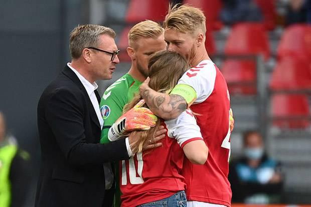 Piala Eropa 2020: Eriksen Pingsan, Begini Potret Ketegangan Istri, Pemain, dan Penggemar
