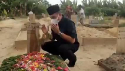 Lepas Rindu, Edy Rahmayadi Berziarah ke Makam Ustaz Tengku Zulkarnain