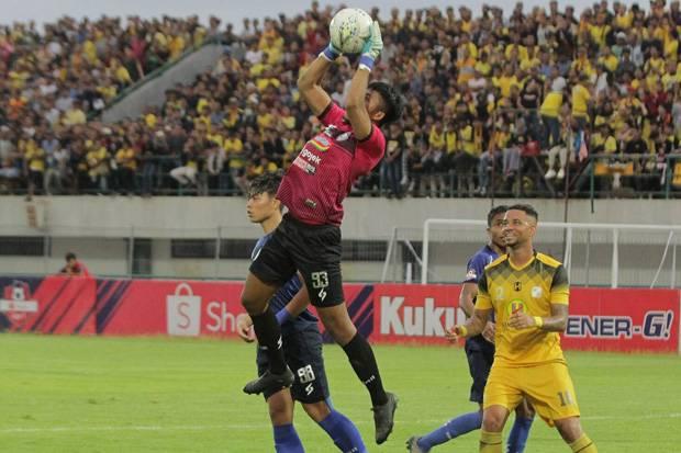 Kiper Arema FC Siap Gabung Klub Milik Atta Halilintar
