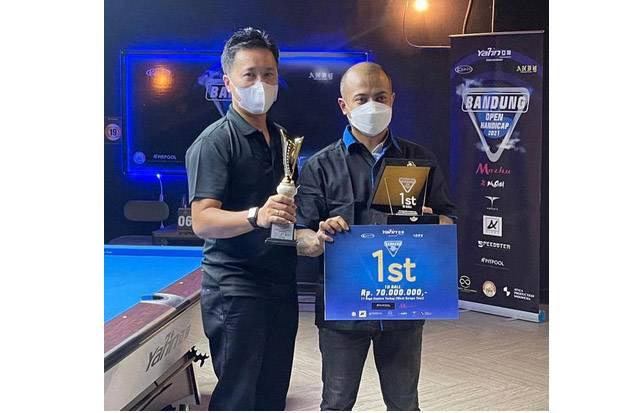 Rizky dan Bobby Meraih Gelar Juara Turnamen Biliar Open Handicap 2021 Bandung