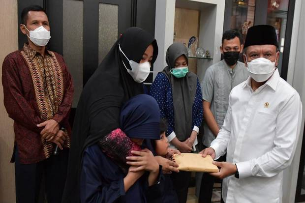 Takziah ke Rumah Markis Kido, Menpora Sampaikan Pesan Duka Presiden Jokowi hingga Berikan Bantuan