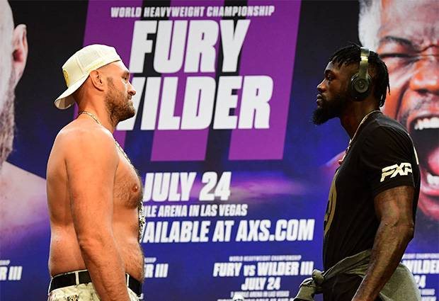 Deontay Wilder Membisu Terima Pukulan Tyson Fury