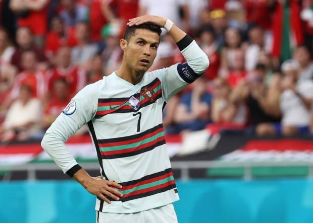 Cristiano Ronaldo Singkirkan Botol Coca-Cola, Padahal Dulu Pernah Jadi Bintang Iklan