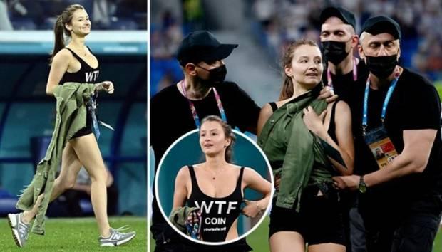 Wanita Cantik Pakai Bikini Hitam Seksi Gemparkan Piala Eropa 2020