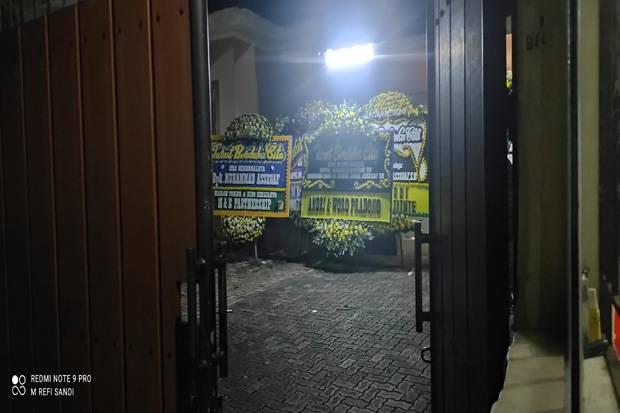 Karangan Bunga Penuhi Rumah Duka Muhammad Assegaf di Kalibata
