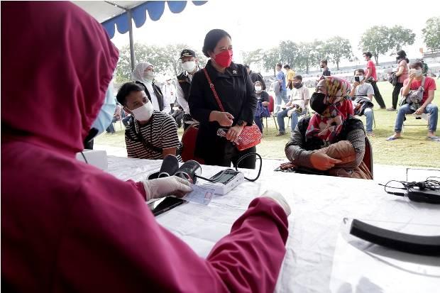 Ketua DPR RI Puan Maharani Tinjau Vaksinasi Massal yang Digelar Pemko Surabaya