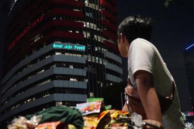 Dilaporkan KPK karena Aksi Tembak Laser, Greenpeace Tanggapi Santai