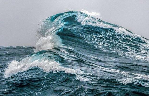 BMKG Peringatkan Gelombang Tinggi 4 Meter di Sejumlah Perairan