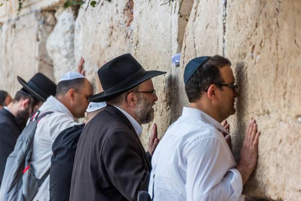 Kisah Kaum Yahudi Ingkari Taurat, Hukuman Zina Diganti Jadi Cambuk