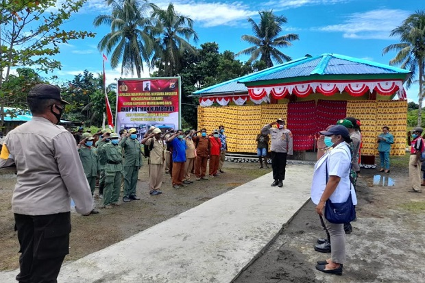 Kapolsek di Pedalaman Papua Bangun Rumah Jabatan dengan Swadaya Lalu Diserahkan sebagai Aset Polri