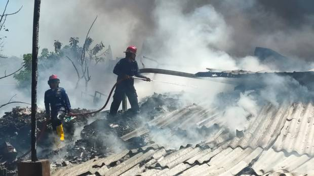 Mojokerto Gempar, Gudang Barang Bekas Mendadak Terbakar