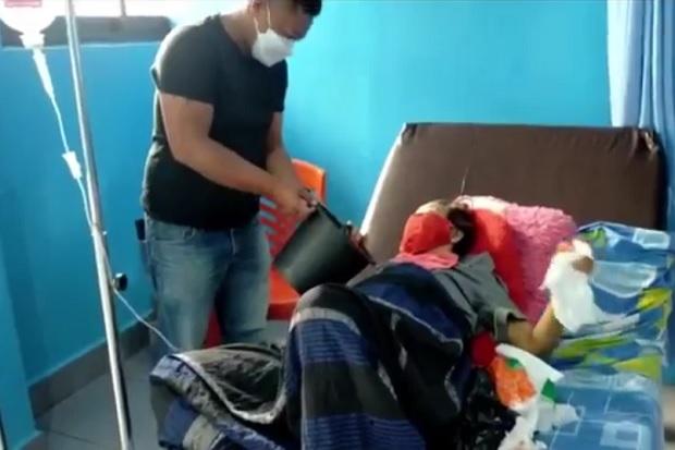 Ibu di Tana Toraja Terserang Tumor di Hidung, Kades Bertato Ini Rela Menggendongnya ke RS