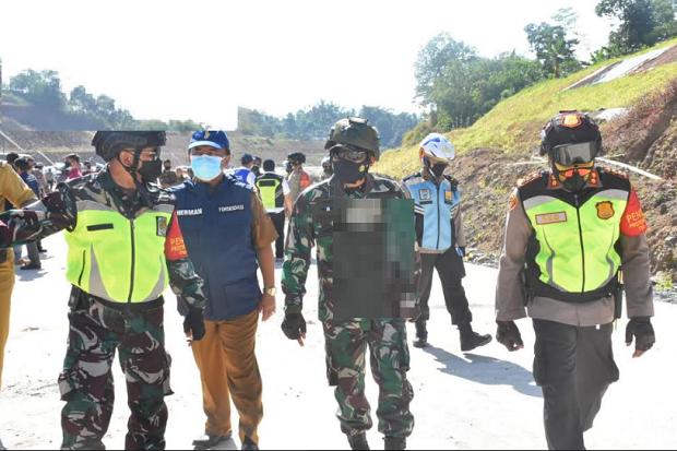 Dijaga Ketat Ratusan Personel Gabungan, Lahan Tol Cisumdawu Berhasil Dieksekusi
