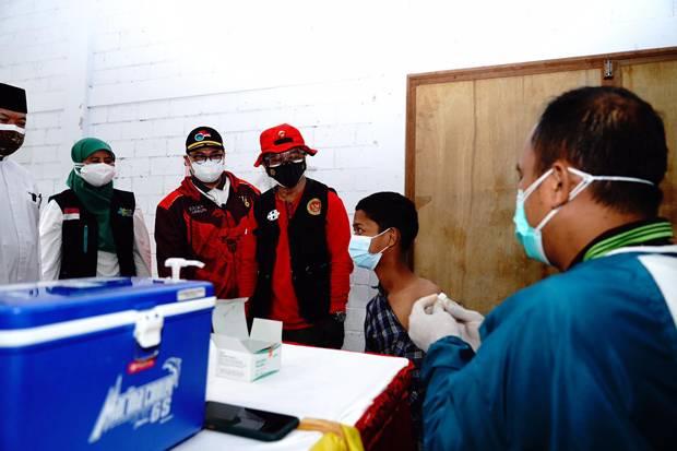Percepat Herd Imunity, BIN Gelar Vaksinasi di Ponpes Sumber Barokah