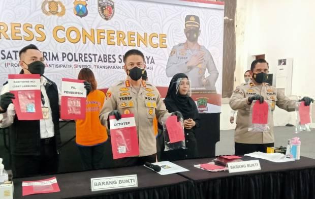 Bejat! Janin Usia Lima Bulan Dibuang dalam Septic Tank Hotel di Surabaya