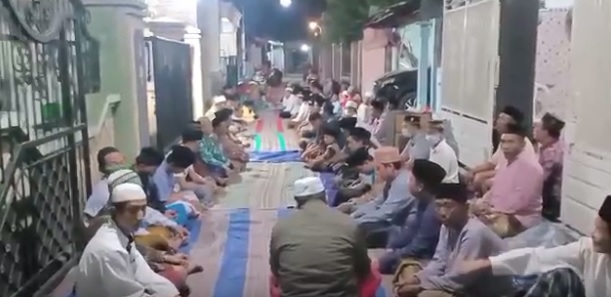 2 Wanita Kakak Beradik Dibunuh dan Mayatnya Dibuang ke Sumur, Warga Tumpah ke Jalan Gelar Doa