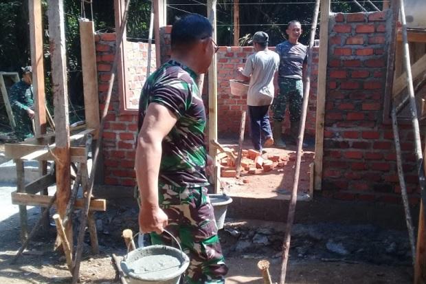 Prajurit TNI AD Kodim 0406 Bangun Rumah Layak Huni untuk Suku Anak Dalam