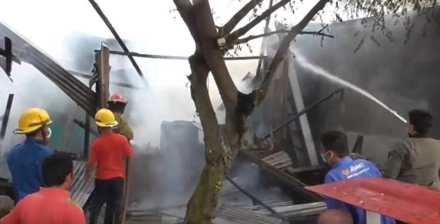 Gara-gara Jerigen, 2 Rumah Ludes Terbakar di Deliserdang