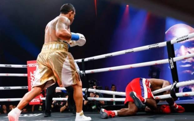 Holyfield Kalah TKO Ronde 1, Pertarungan Tinju Paling Menyedihkan