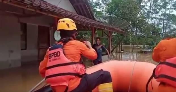Ratusan Rumah Terendam Banjir di Tasikmalaya, Akses Jalan Terputus