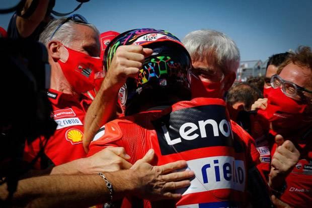 Bagnaia Pembalap Berdarah Dingin yang Bikin Marquez Tergelincir
