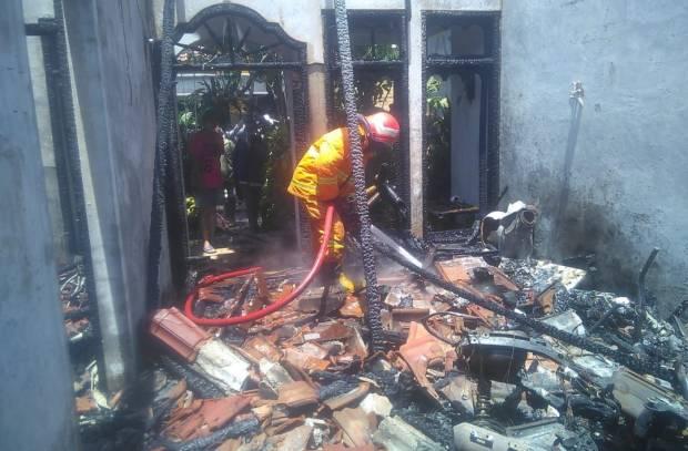 Ditinggal Kerja, Rumah dan 3 Motor di Gresik Hangus Terbakar