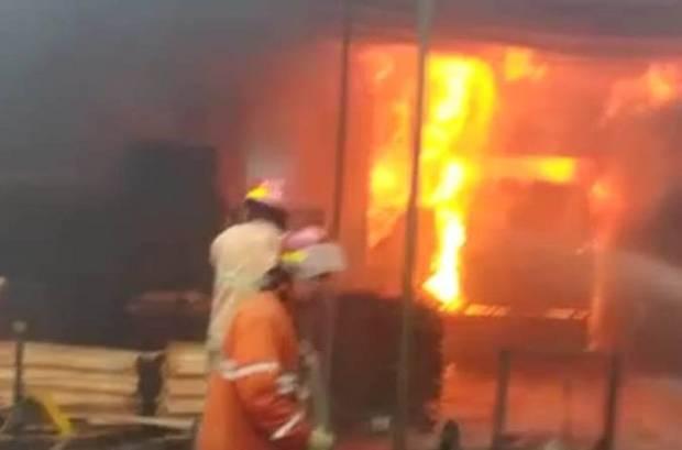 Pabrik Triplek di Sleman Terbakar, Api Diduga dari Oven Pembakaran