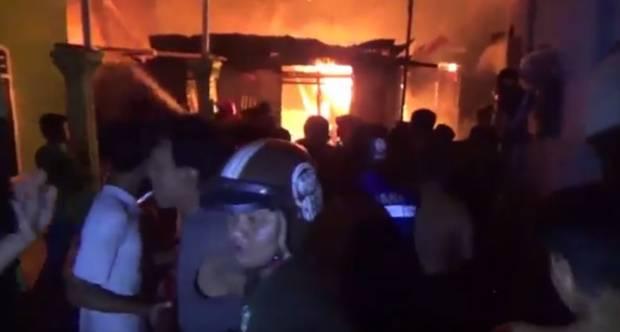 Api Mengamuk di Jalan Haji Kalla Makassar, 5 Rumah Ludes