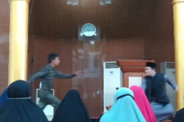 Batam Gempar! Ustaz Diserang Pria Misterius saat Ceramah di Masjid