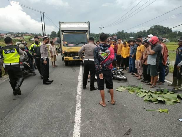 Polisi Lalu Lintas Tewas Kecelakaan Tabrak Truk di Padang Panjang