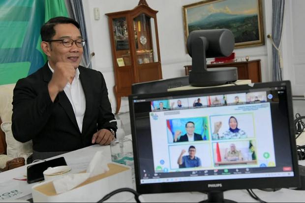 Ridwan Kamil Dorong Industri di Jabar Terapkan PLTS Berbasis Atap