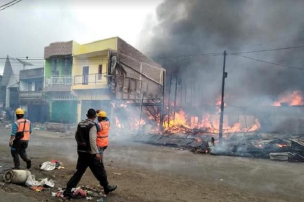 Kebakaran Hebat Landa Pasar Siborongborong, 15 Bangunan Hangus