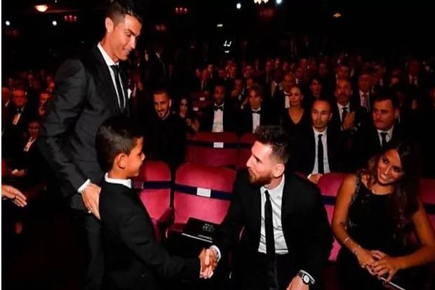 Kocak! Anak Ronaldo Nggak Percaya Ketemu Lionel Messi, Cristiano Jr: Itu Bukan Messi, Dia Pendek!