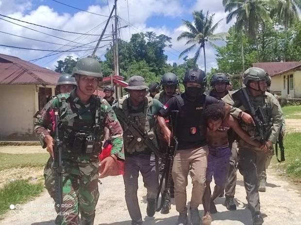 Buru 17 DPO Penyerangan Pos Koramil Kisor, Kapolda Minta Pengungsi Kembali ke Rumah