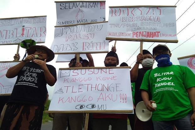 Gerakan Massa Blitar Ora Didol Segel Pembuangan Limbah PT Greenfields
