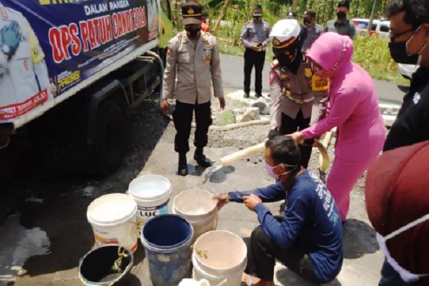 Atasi Kesulitan Air Bersih, Ditlantas Polres Boyolali, Bhayangkari Boyolali dan MNC Peduli Kirim 7 Tangki Air