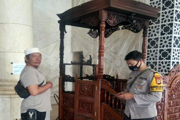 BREAKING NEWS! Mimbar Masjid Raya Makassar Dibakar Orang Tak Dikenal