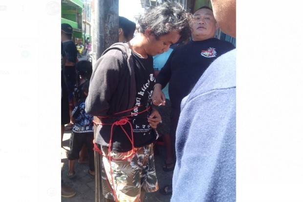 Pelaku Pembakar Mimbar Masjid Raya Makassar Ditangkap dan Diikat di Tiang Telepon
