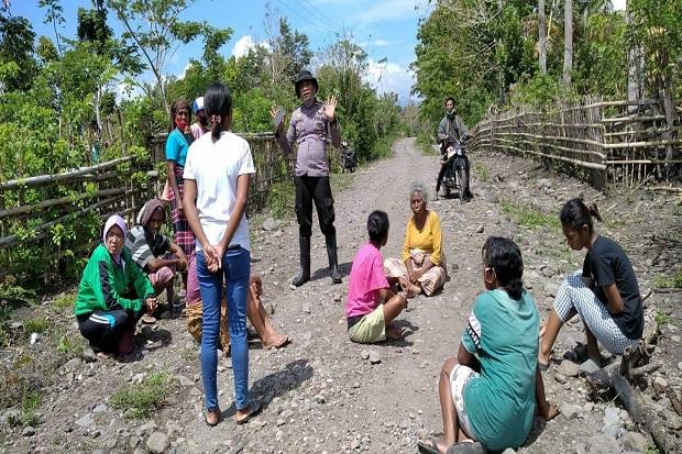 Ibu-ibu Teriak Histeris di Jalan, Hadang Petugas Pengukuran Lahan Waduk Lambo
