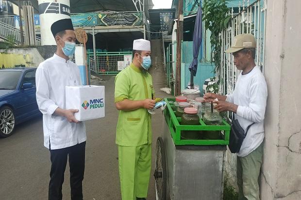 Putus Rantai Penularan COVID-19, MNC Peduli Bersama Relawan Salurkan Masker di Sukabumi