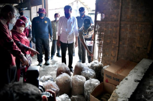Cek Vaksinasi Door To Door BIN di Cilacap, Jokowi: Bentuk Pelayanan ke Masyarakat