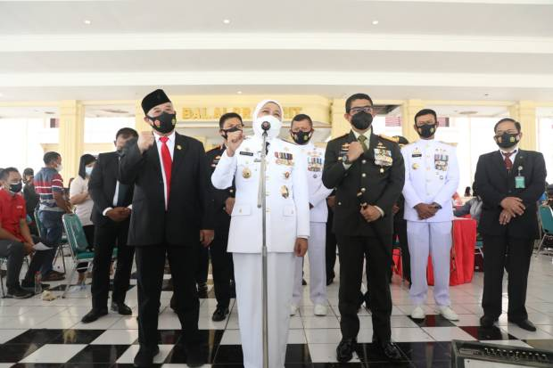 Peringatan HUT ke-76 TNI, Khofifah Sebut TNI Berkontribusi Besar Tangani Pandemi COVID-19