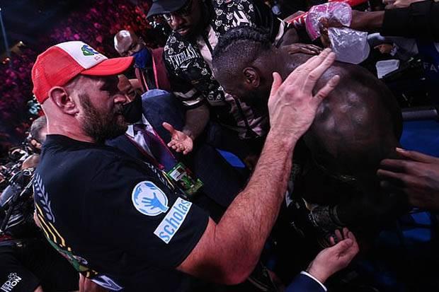 Tyson Fury Puji Deontay Wilder: Saya Jatuh, Saya Terluka, Pukulan Dia Kuat