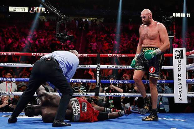 Tyson Fury Cemas Pukulannya Ancam Karier Deontay Wilder