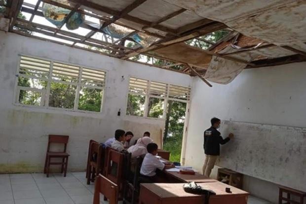 Sedihnya Siswa SD Sekolah di Bangunan Mirip Kandang Kambing