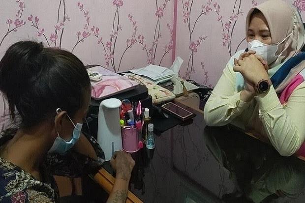 Kurang Setoran Ngamen, Ibu Muda di Palembang Tega Siksa Anak Kandung