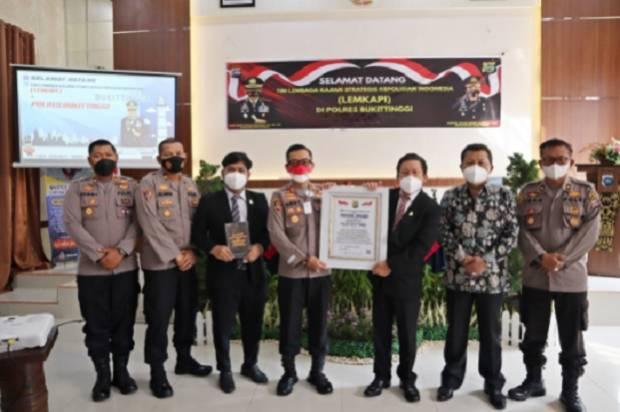 Buat Aplikasi Polisi Jam Gadang, Polres Bukittinggi Raih Presisi Award