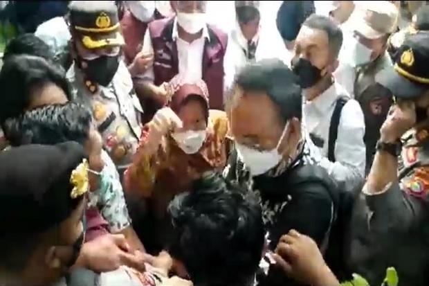 Gawat! Mensos Risma Marah-marah Lagi, Mahasiswa dan Aktivis di Lombok Timur NTB Kena Semprot