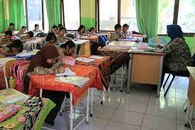 Ada Siswa Positif COVID-19, PTM Terbatas 2 Sekolah di Majalengka Dihentikan